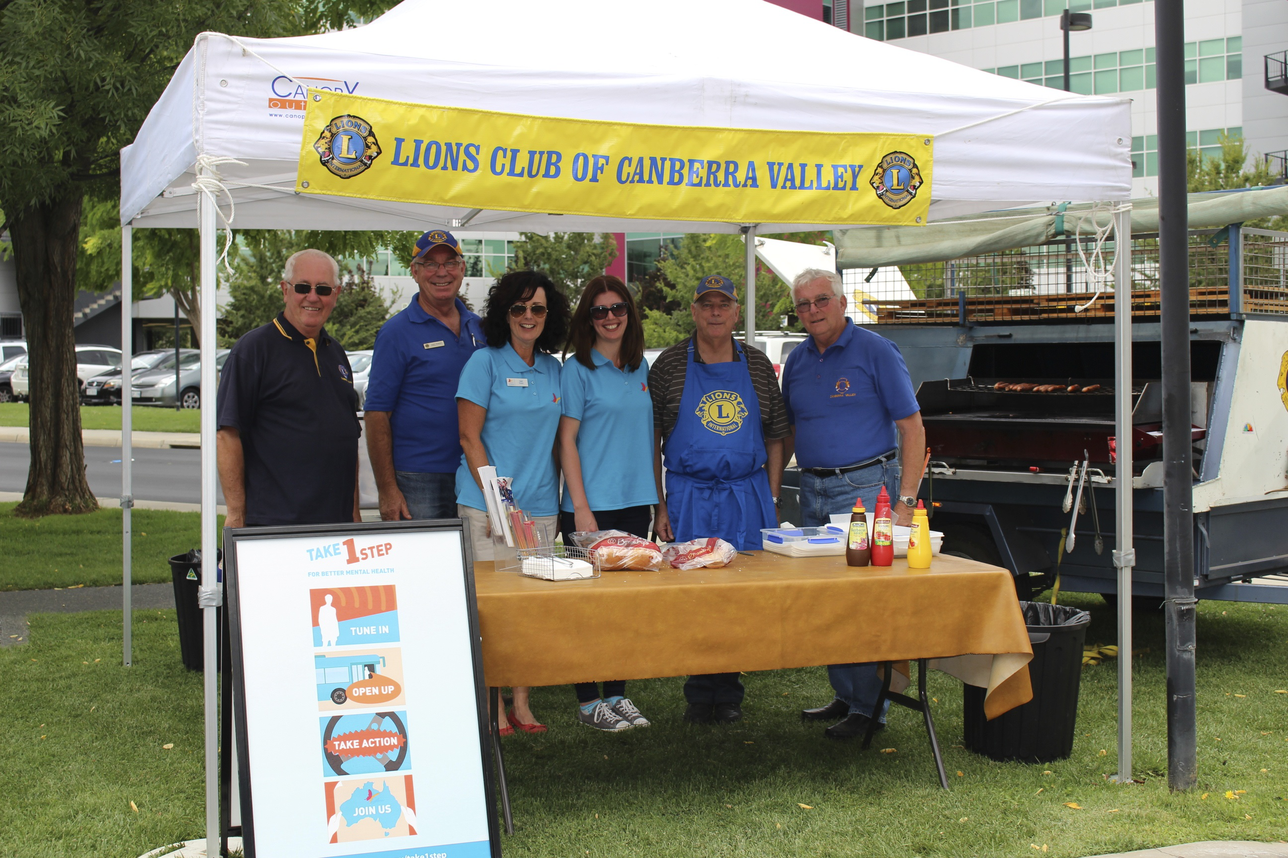 Roadsters Gail and Kimberley with BBQ gurus from the Lions Club.