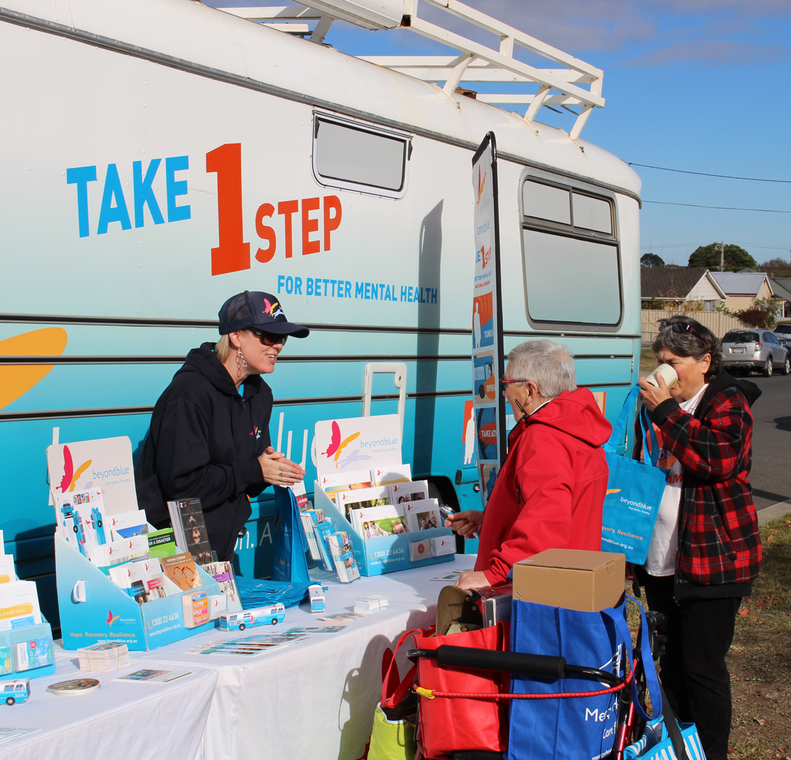 Beyond Blue's Yvette talks to locals in Colac.
