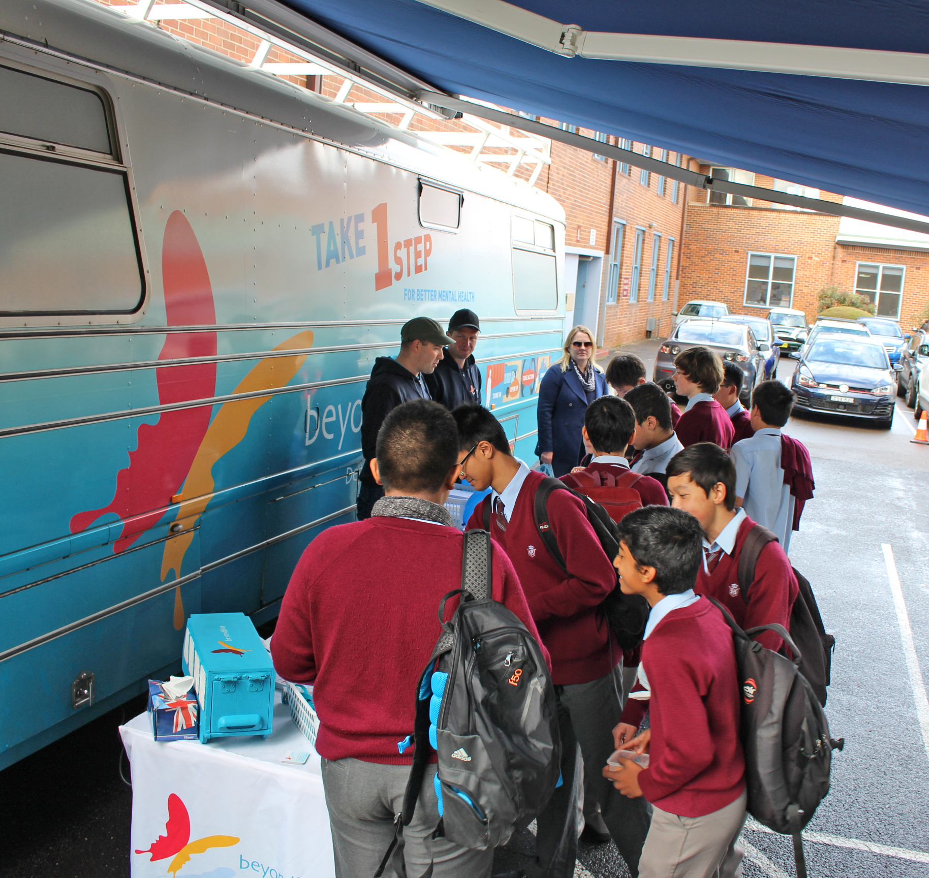 Students at Sydney Technical High School pick up free Beyond Blue resources: NSW.