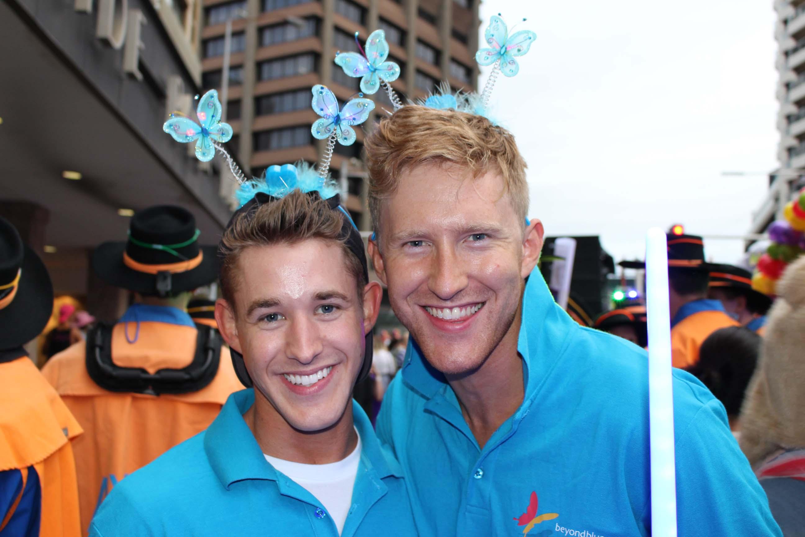 Beyond Blue Ambassador Jason Ball (right) and Beyond Blue supporter Brad.