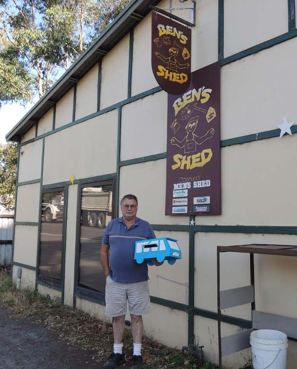 Jeff from Ben's Shed with the awesome bus letterbox members crafted for the Roadshow!