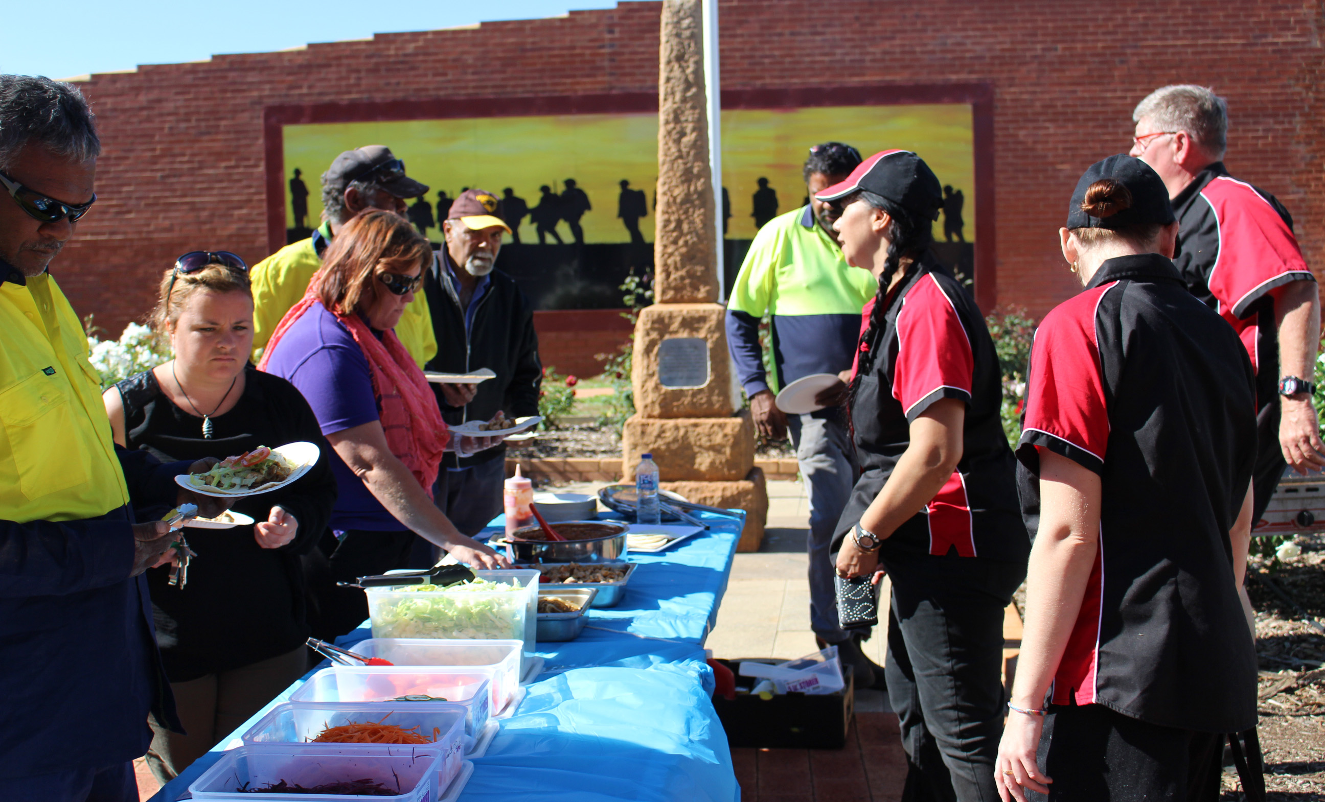 Providing a free healthy lunch in Mullewa.