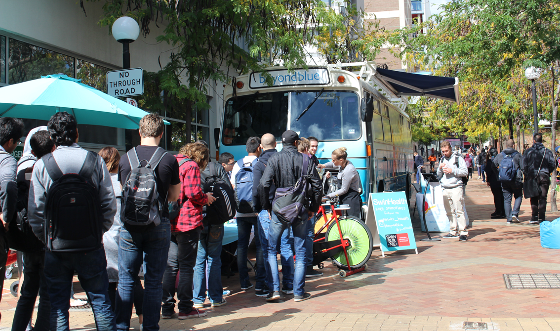 Lining up for smoothies and Beyond Blue info at Swinburne Uni.