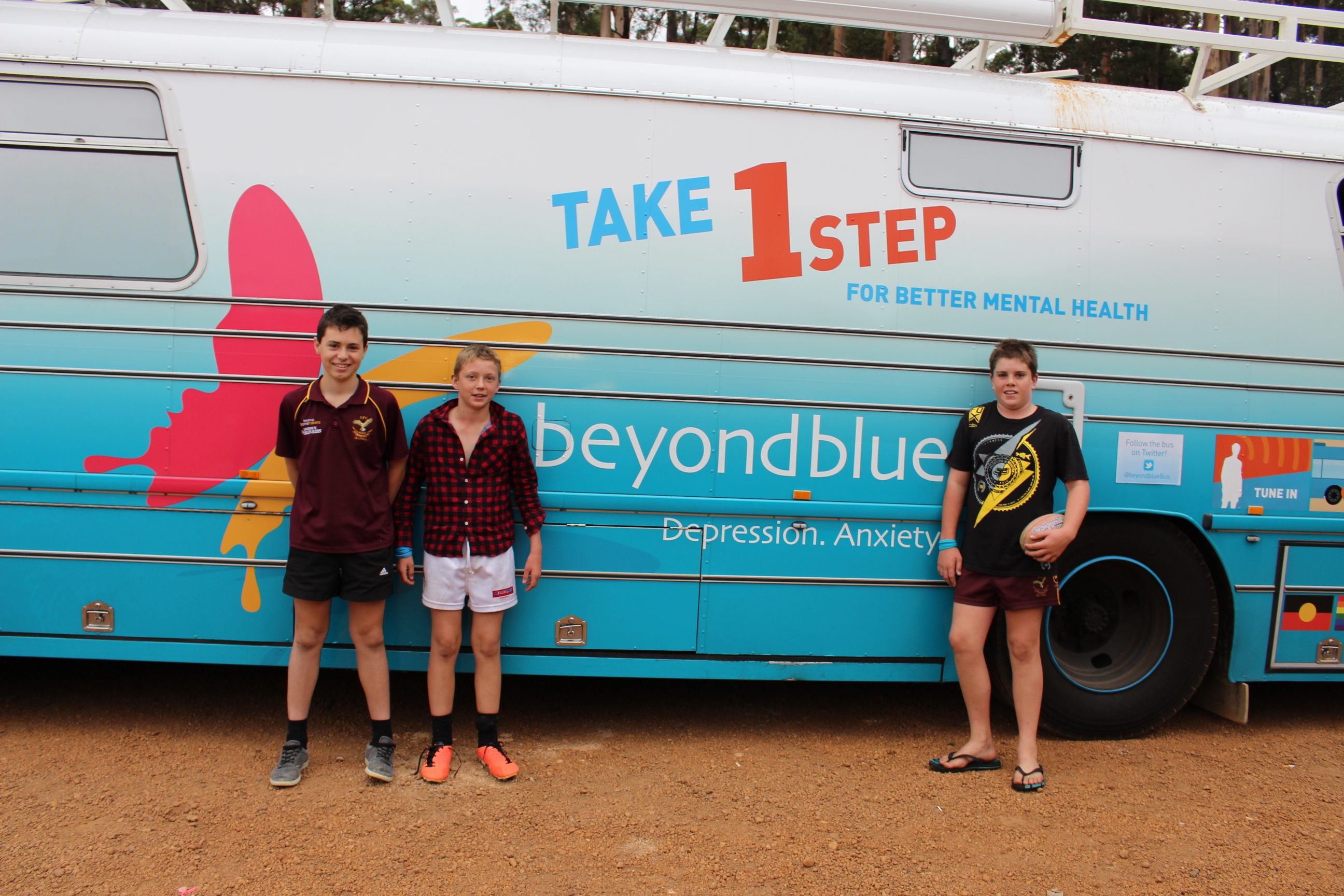 The bus was a hit with Deanmill footy fans .