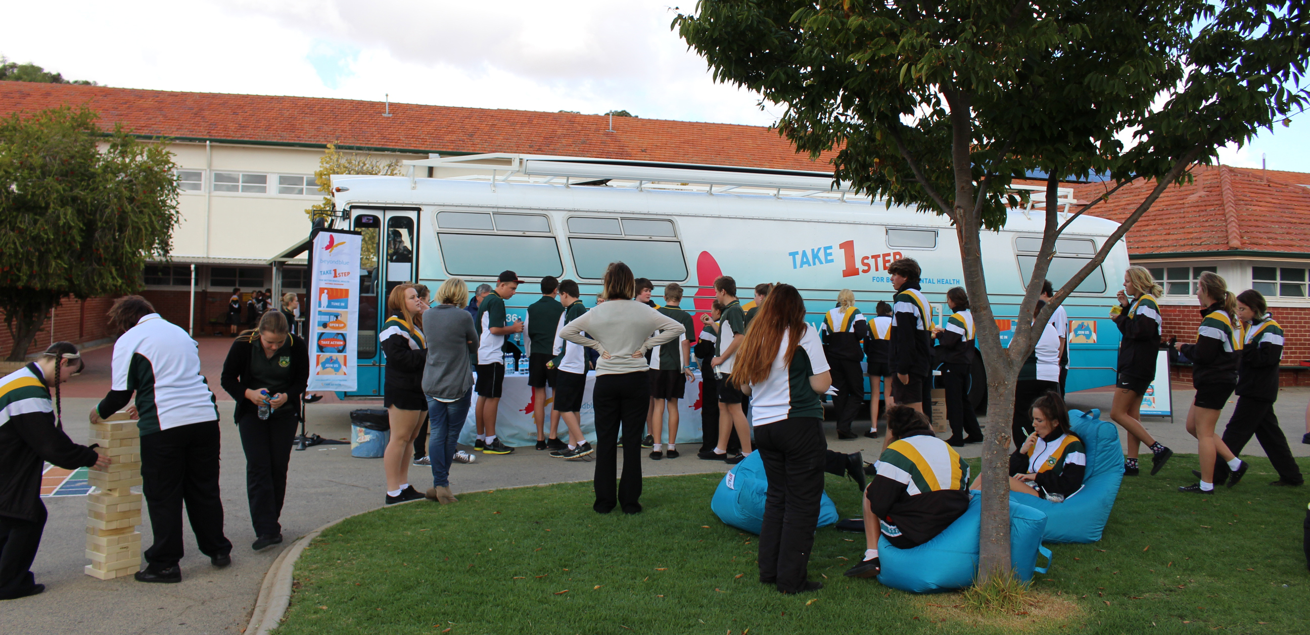 Students in Narrogin check out the bus.