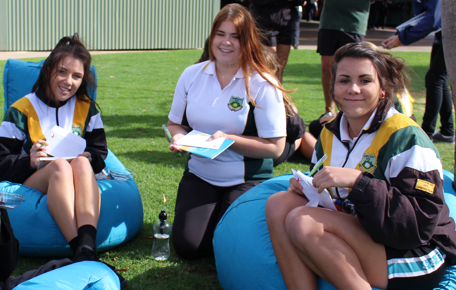 Students filling out their mental health pledges in Narrogin.