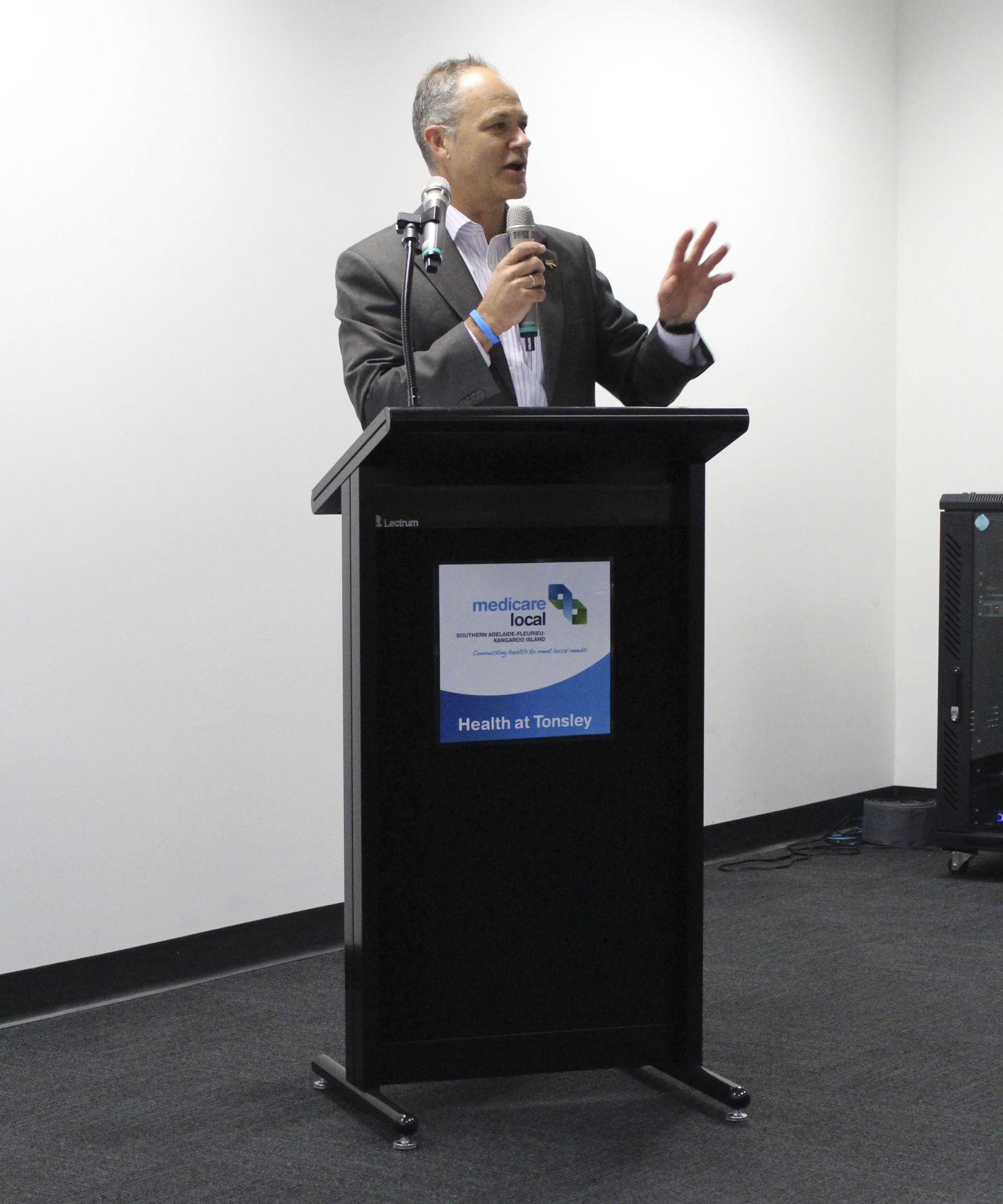 beyondblue Board Director Associate Professor Michael Baigent speaks to SAFKI Medicare Local staff.