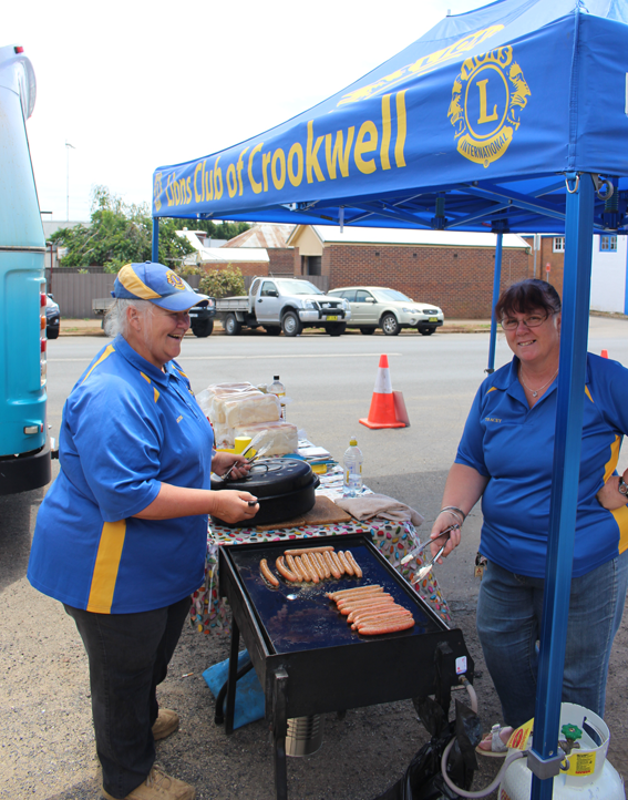 The Lions Club of Crookwell cooked up a free barbecue for the community during our stop in Spring Street, Crookwell.